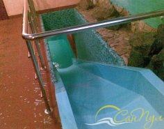 водяная горка в бассейне