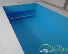 Монтаж жалюзийного покрытия в бассейне