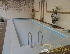 Жалюзийное покрытие на бассейне