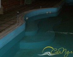 Вход в бассейн