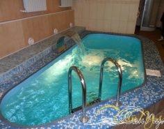 Чаша бассейна с водопадом